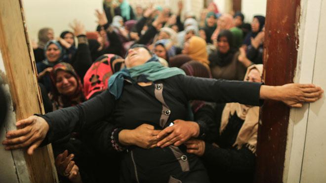 Une mère terrassée par la mort de son fils: l'armée israélienne a tué 16 manifestants palestiniens et blessé des centaines d'autres
