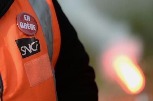 Grève à la SNCF: une prime pour inciter des cadres à conduire des trains