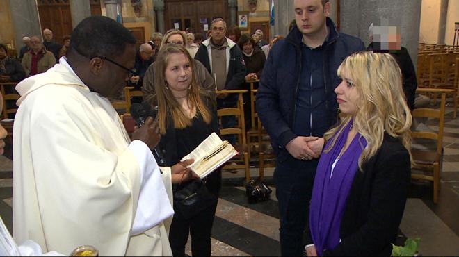 Lara fait partie des 239 nouveaux chrétiens baptisés à Pâques: