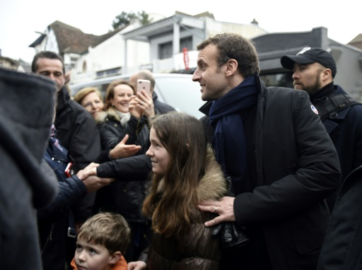Petit bain de foule au Touquet pour Emmanuel Macron