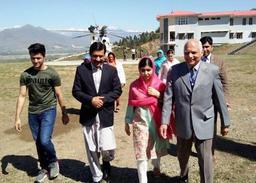 Malala quitte le Pakistan après une visite émouvante