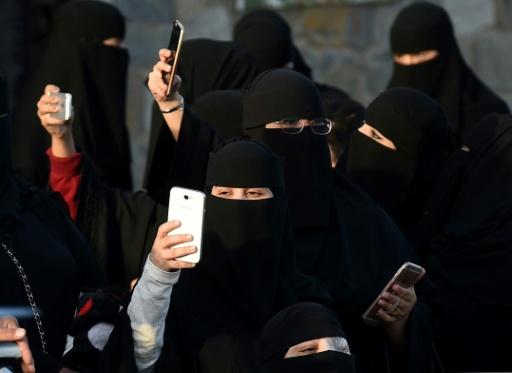 En Arabie saoudite, espionner le téléphone de son conjoint pourra coûter très cher
