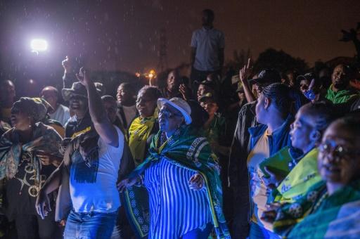 Le township de Soweto, symbole de la lutte contre l'apartheid, pleure