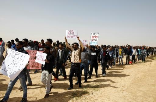 Israël suspend un accord avec l'ONU sur des migrants africains