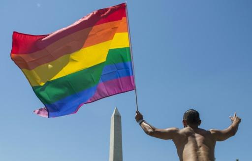 Données privées: l'appli de rencontres gay Grindr critiquée à son tour