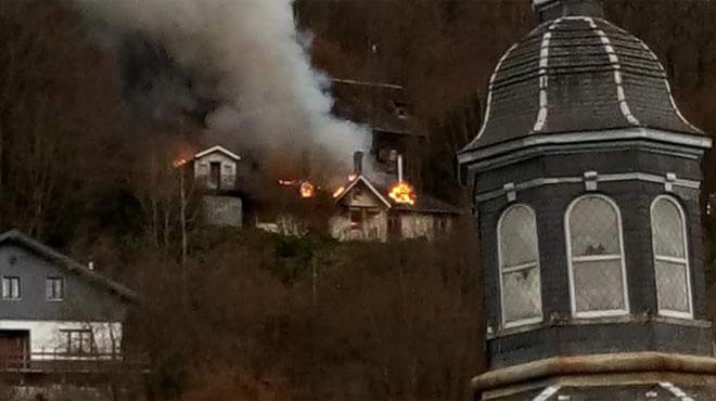 Une maison vide, mais peut-être squattée, ravagée par les flammes à Malmedy: un expert mandaté (photos)
