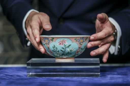 Un bol de la dynastie Qing vendu aux enchères pour près de 25 millions d'euros