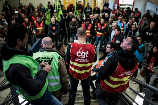 SNCF: 33,9% de grévistes au total contre 35,4% le 22 mars, selon la direction