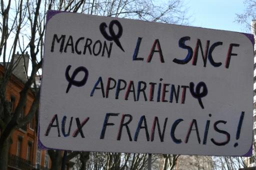 Grève SNCF: le gouvernement en équilibriste entre fermeté et