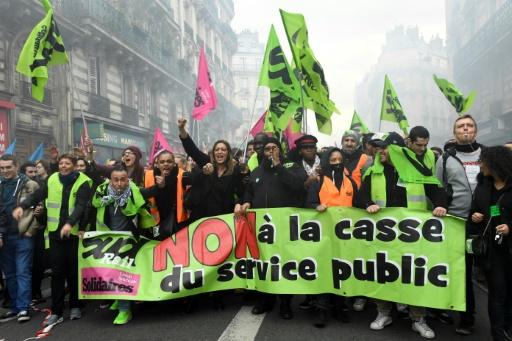 Plusieurs centaines de manifestants pour la défense des cheminots