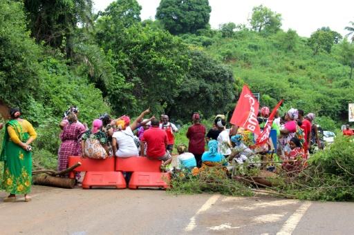 Certains barrages maintenus à Mayotte, malgré l'appel des syndicats