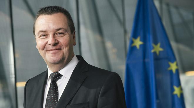Un député européen N-VA très endetté a été retrouvé inconscient dans un hôtel bruxellois