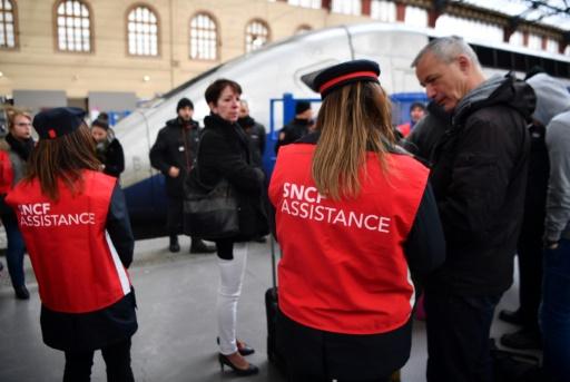 Grève à la SNCF: pas d'accès aux gares pour les journalistes télé