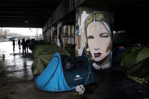 Migrants: Hidalgo tire la sonnette d'alarme sur les campements