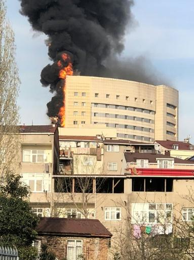 Un hôpital d'Istanbul ravagé par les flammes, les patients évacués