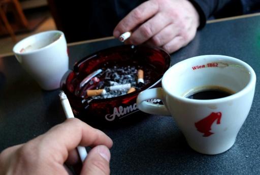 France/cigarettes: les ventes reculent de près de 20% en mars, après une forte hausse des taxes