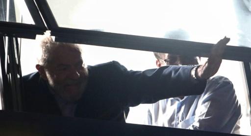Brésil: Lula ne s'est pas rendu à la justice