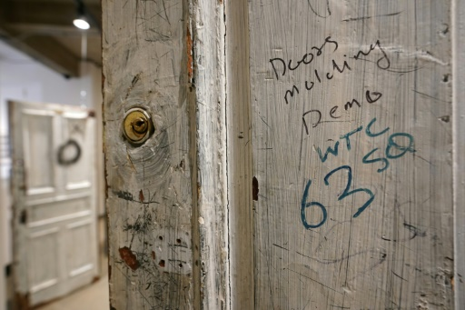 Des portes du mythique Chelsea Hotel de New York vendues aux enchères