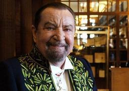 Pour ses 10 ans, la Maison Maurice Béjart habille Manneken Pis
