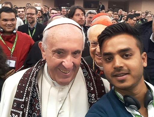 Le selfie d'un Pakistanais avec le pape en boucle sur Facebook