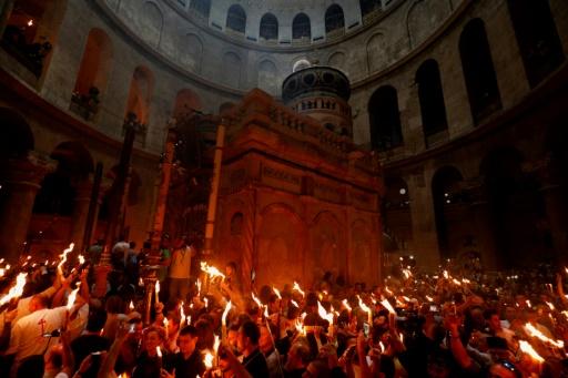A Jérusalem, des milliers d'orthodoxes se recueillent autour du