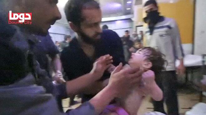 Des médecins font tout pour sauver cet enfant syrien d'une présumée intoxication: le régime d'Assad dément l'utilisation d'arme chimique