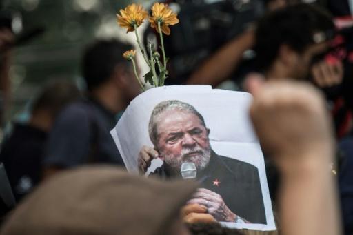 Au Brésil, Lula en prison mais toujours influent