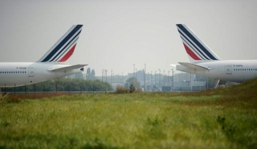 Grève: un avion sur quatre d'Air France cloué au sol mardi