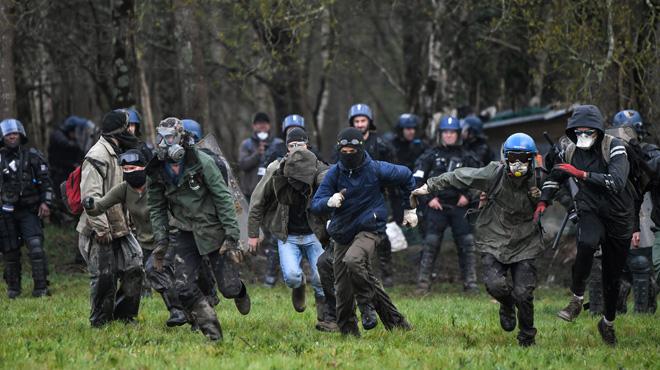 Expulsions à la ZAD de Notre-Dame-des-Landes en France: de violents heurts ont éclaté entre les forces de l'ordre et les occupants