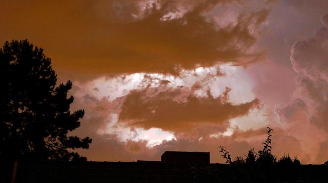 Des averses, parfois accompagnées d'orages, traversent le pays