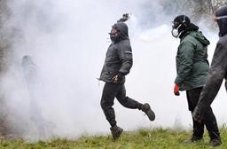 France: nouveaux heurts au troisième jour d'opérations d'expulsions dans l'ouest