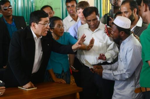 Bangladesh: un ministre de Birmanie visite les camps rohingyas