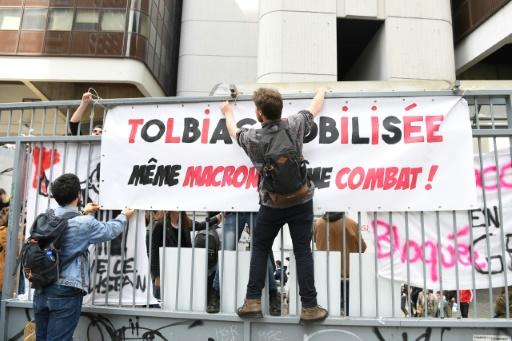 Universités: Macron dénonce