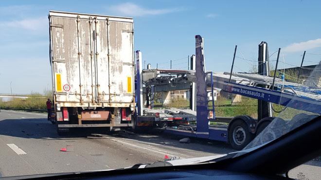 Un accident entre deux camions provoque de gros ralentissements sur la E19 à hauteur de Jemappes