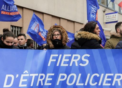 Agression de policiers à Champigny: 11 personnes présentées à un juge