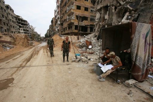 Le drapeau du régime syrien flotte sur Douma, selon l'armée russe