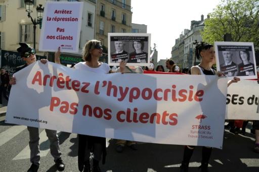 Deux ans après sa mise en place, des prostituées jugent