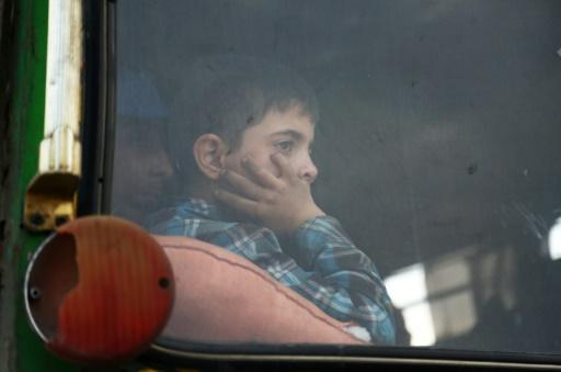 Syrie: les combattants continuent d'évacuer le fief rebelle de Douma
