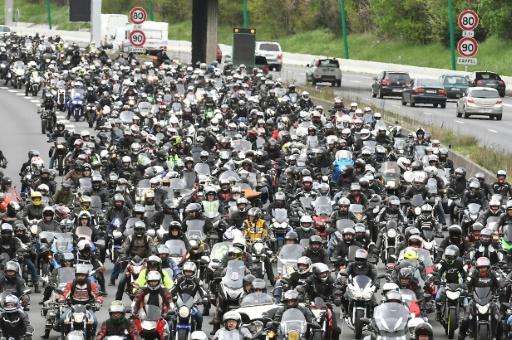 Plus d'un millier de motards et d'automobilistes en colère en Auvergne-Rhône-Alpes contre les 80 km/h