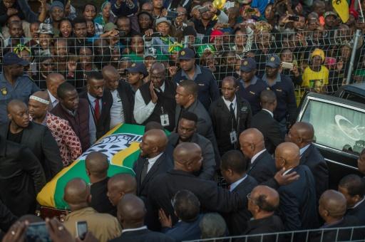 Dernier hommage à la très populaire Winnie Mandela,