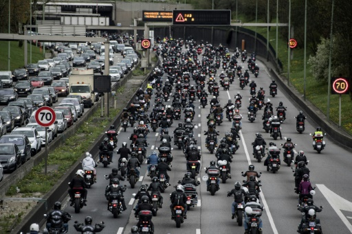 Manifestation à Paris de 700 motards contre les 80 km/h
