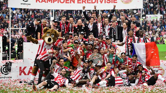 Le PSV champion des Pays-Bas après avoir écrasé l'Ajax Amsterdam