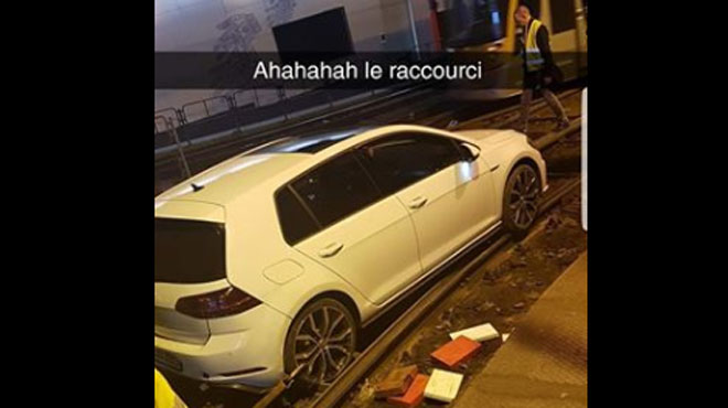 Une voiture coincée dans le tunnel de la station Lemonnier ce matin