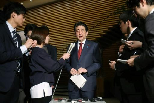 Japon: plusieurs scandales menacent le règne de Shinzo Abe