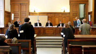 Il avait frappé la professeure qui l'avait fait exclure: le tribunal clément pour ne pas entraîner son déclassement