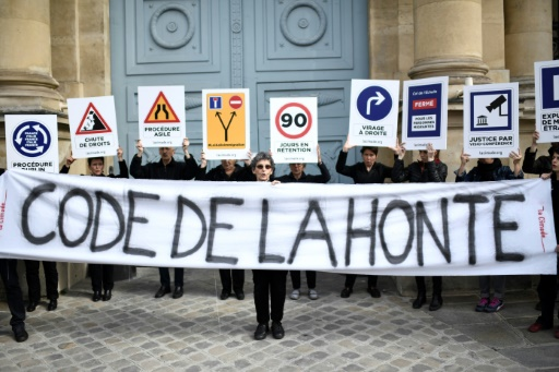Loi immigration: manifestation à Paris près de l'Assemblée nationale