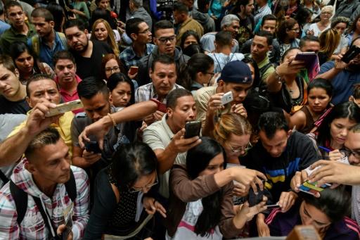Les Vénézuéliens affluent au consulat du Chili pour obtenir des visas