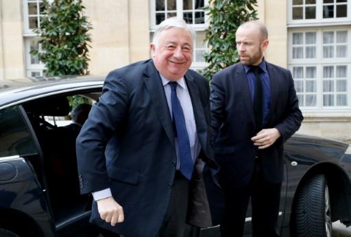 Révision constitutionnelle: Larcher va demander à Macron un réexamen du texte
