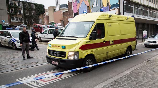 Un homme traîné au sol par une voiture en fuite à Schaerbeek