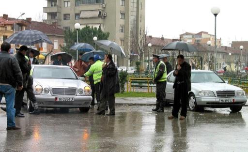 Albanie: cuisses de grenouille, Mercedes et drapeaux européens